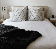 'The Melbourne' chunky knit throw