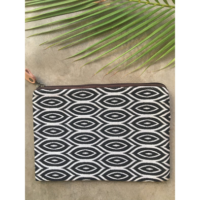 Navajo Zip Purse in Black and White Ovals