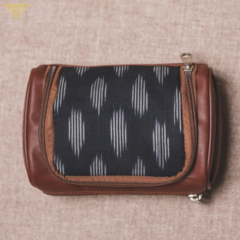 Zouk Ikat Striped Black Travel Kit