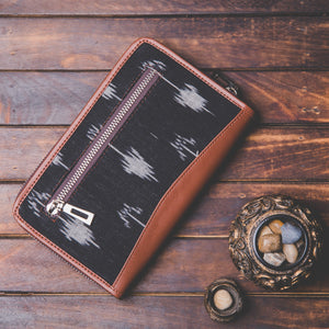 Zouk Ikat Arrow Chain Wallet - Back View
