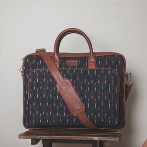 Ikat GreRed Laptop Bag