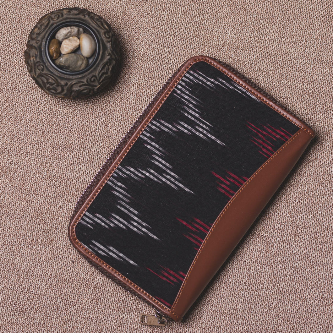 Ikat Black SeaOptics Chain Wallet