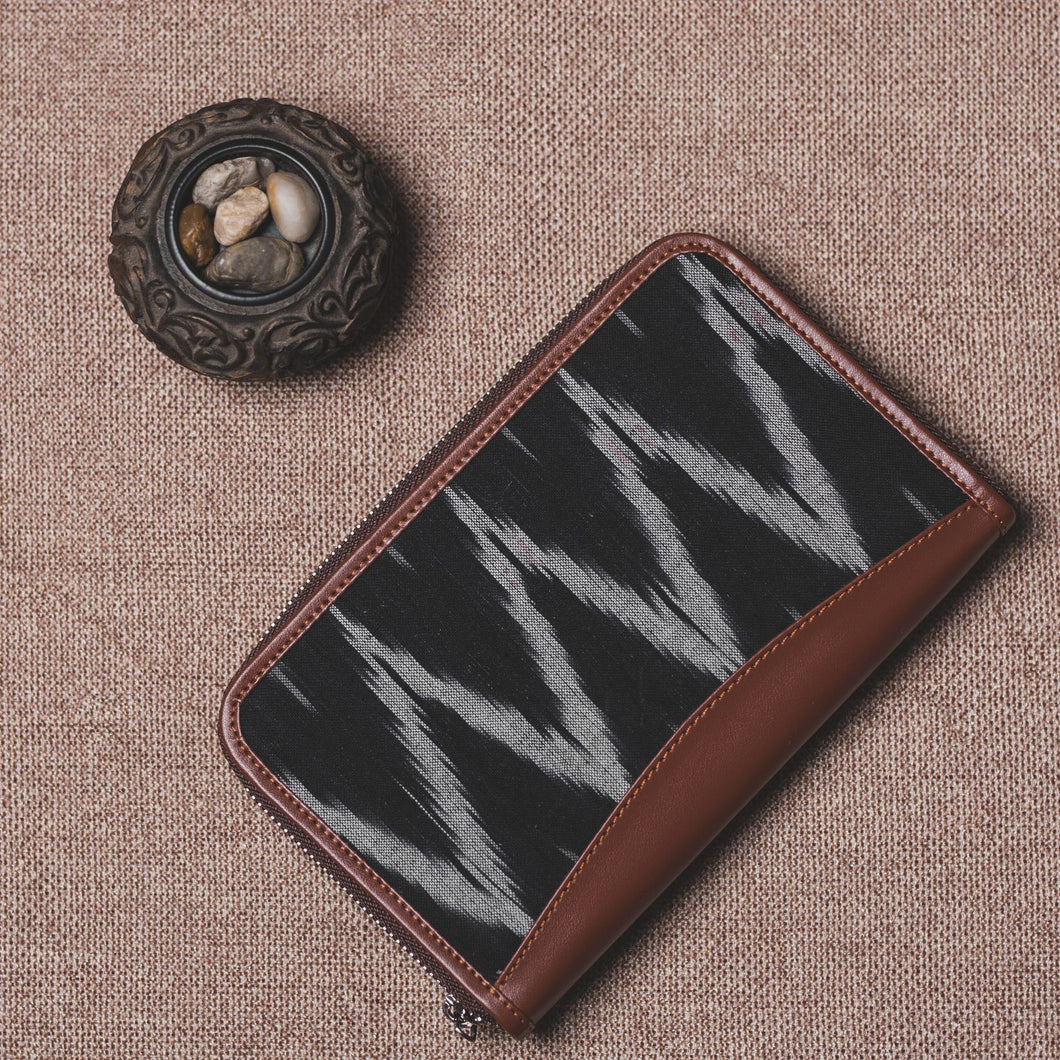 Ikat Black ZigZag Chain Wallet
