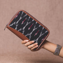 Load image into Gallery viewer, Ikat Black Multi Maze Chain Wallet