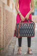 Load image into Gallery viewer, Ikat Black ZigZag Laptop Bag