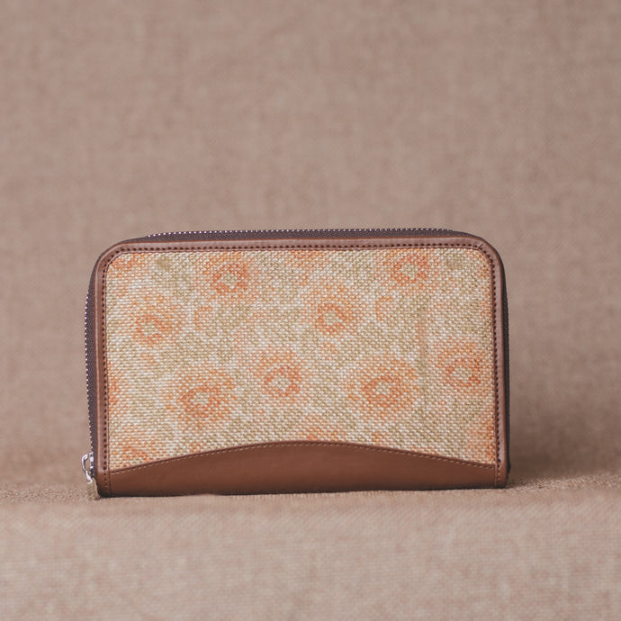 Daisybush Chain Wallet