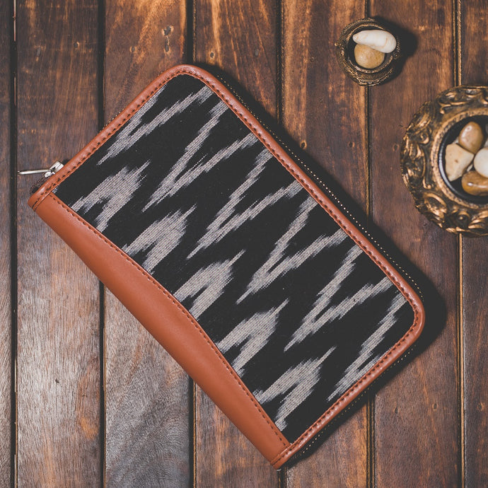 Zouk Ikat Wave Chain Wallet - Front View