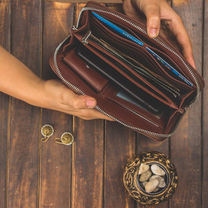 Zouk Ikat Arrow Chain Wallet - Interiors of the wallet view in zoomed out mode