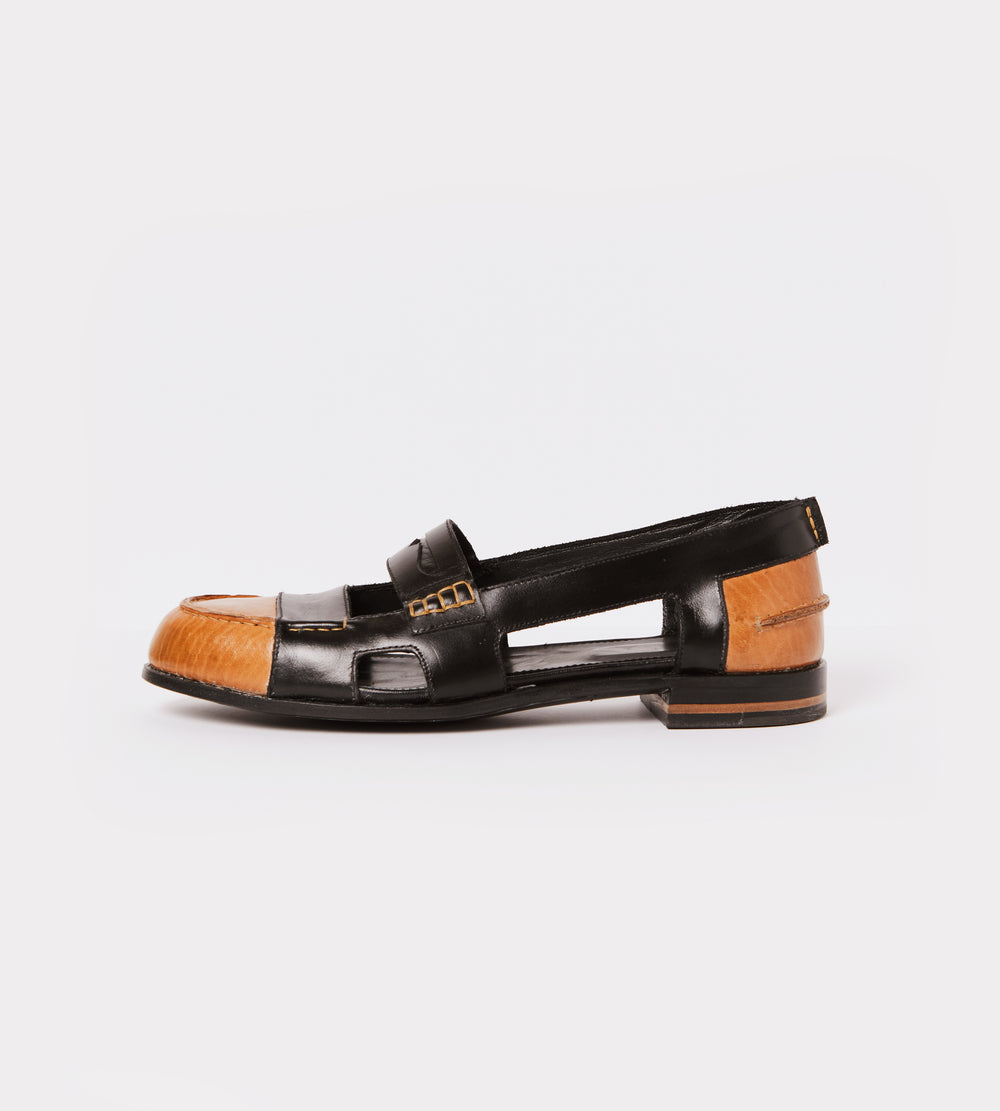 Black-natural calf leather open moccasin outside view