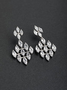 Silver Drop Earrings. Tataita. RD$ 1008.