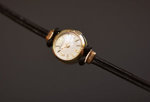 50s JAEGER LECOULTRE Ladies Swiss 18K Gold Backwind Watch