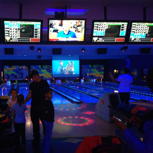 Sat. & Sun. Family Glow Bowl at Berks Lanes