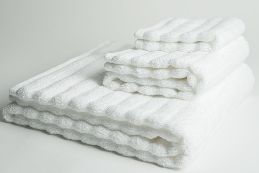 White Nutrl Bath Towel Set