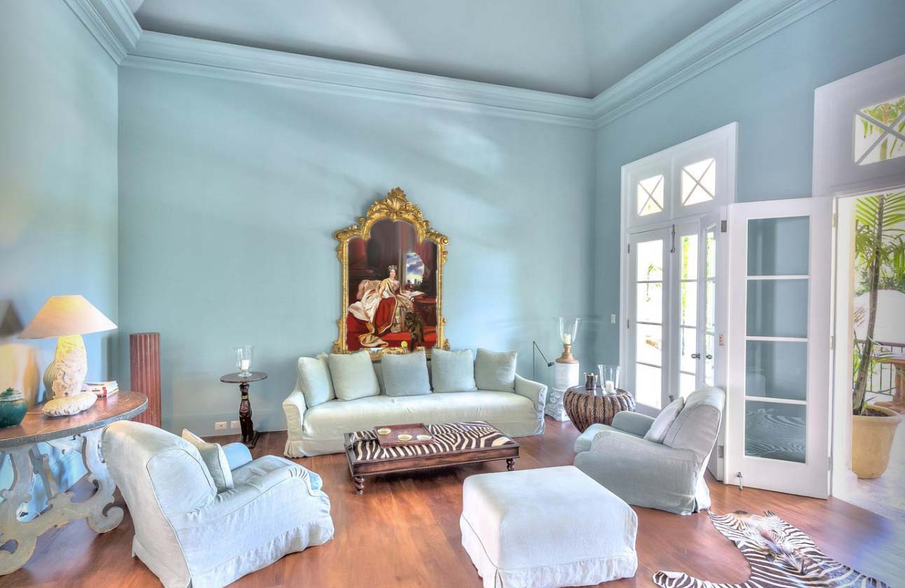 Luxury Villas Offer Guests Oil Paintings of Themselves to Take Home as Holiday Keepsakes