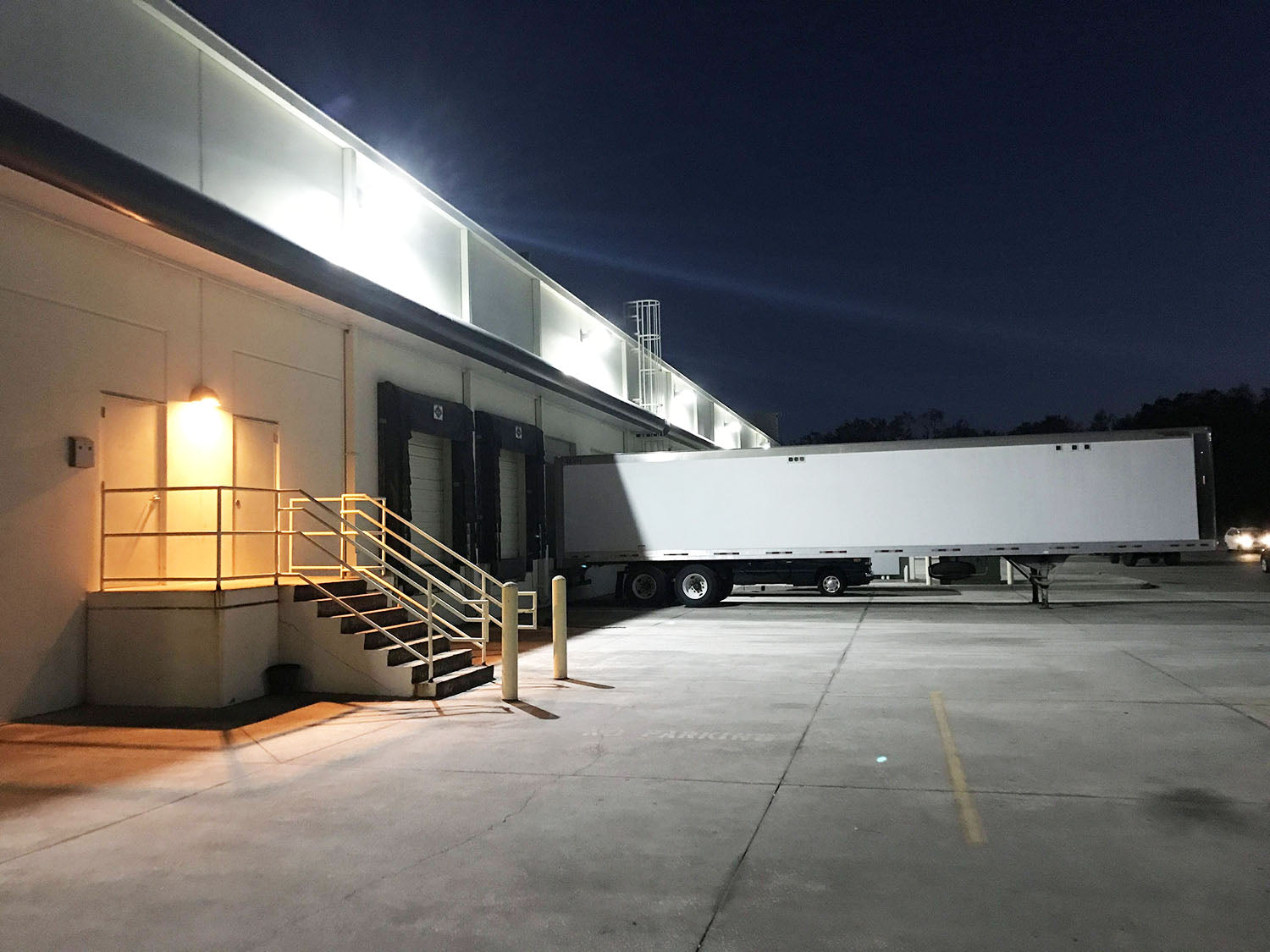 400W Metal Halide Fixtures For Loading Docks To LED Retrofit Solutions