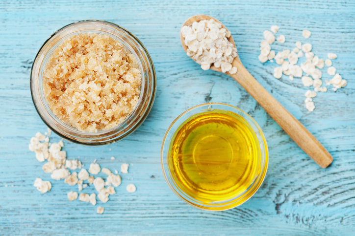 Homemade Honey and Oatmeal Skin Scrub for Smooth, Luscious Skin