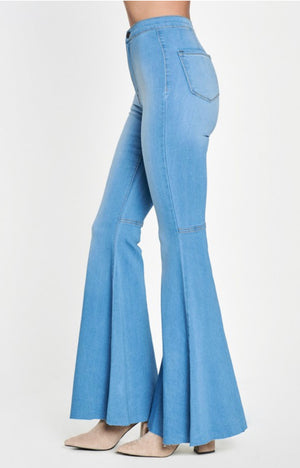 """Miranda"" Light Wash Jeans - Mint Leafe Boutique"