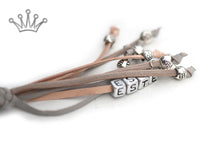 Kangaroo leather show lead in dove grey & natural - Emoticon