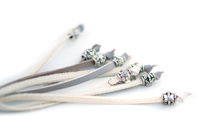 Kangaroo leather show lead in white & dove grey