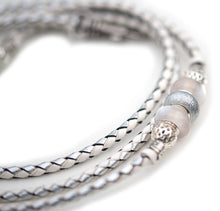 Kangaroo leather show lead in white & silver