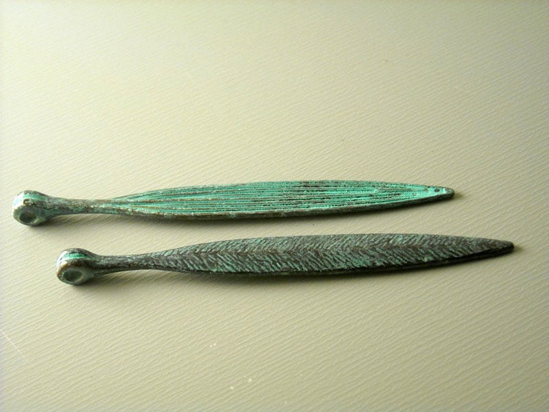 Charm - Patinaed and Textured - Dagger Shape - 4 pcs - Pim's Jewelry Supplies