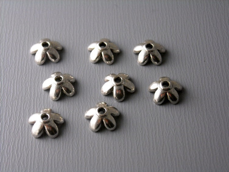 30 pcs Antique Bronze 13mm Leaf Bead Caps