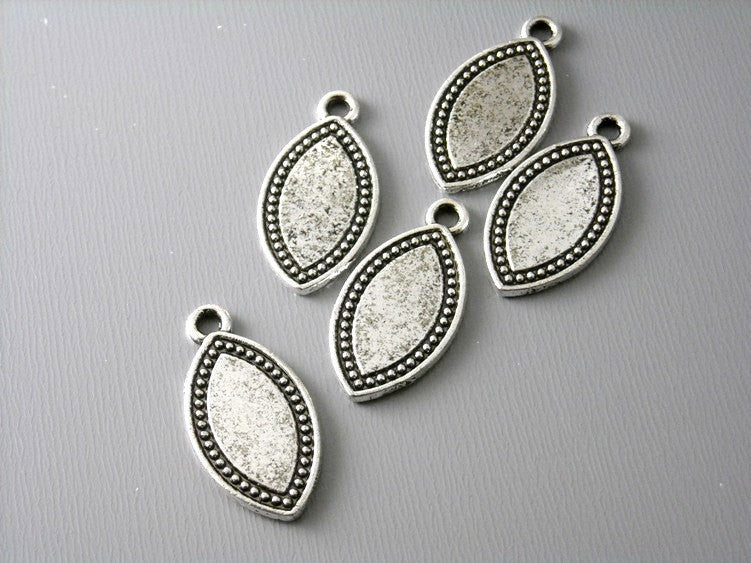 Antique Silver Horse Eye Shaped Charms / Tags - 5 pcs
