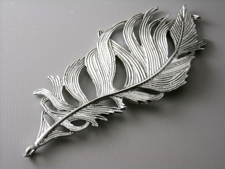Extra Large 'Life-Like' Feather Charm in Antique Silver - 1 pcs - Pim's Jewelry Supplies