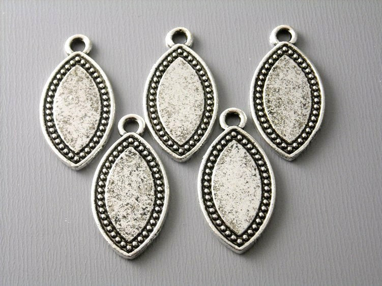 Antique Silver Horse Eye Shaped Charms / Tags - 5 pcs - Pim's Jewelry Supplies