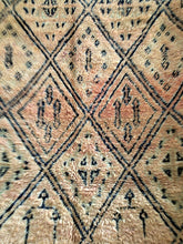 Beautifully Faded Vintage Handmade Moroccan Pink Beni M'guild carpet rug kilim