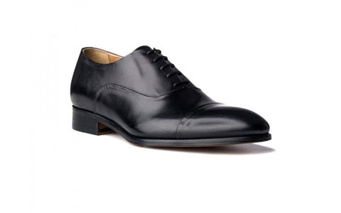 Cap toe Oxford shoes