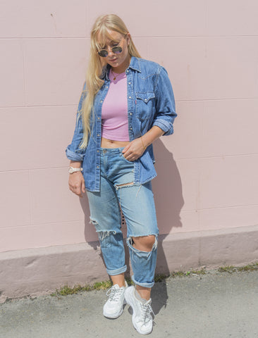How to wear Denim on Sneakers