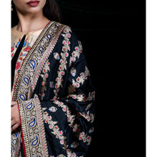 Black Pearl Kadhwa Jangla Embroidered Silk Banarasi Handloom Dupatta by Urvii Mantreh - Buy Online