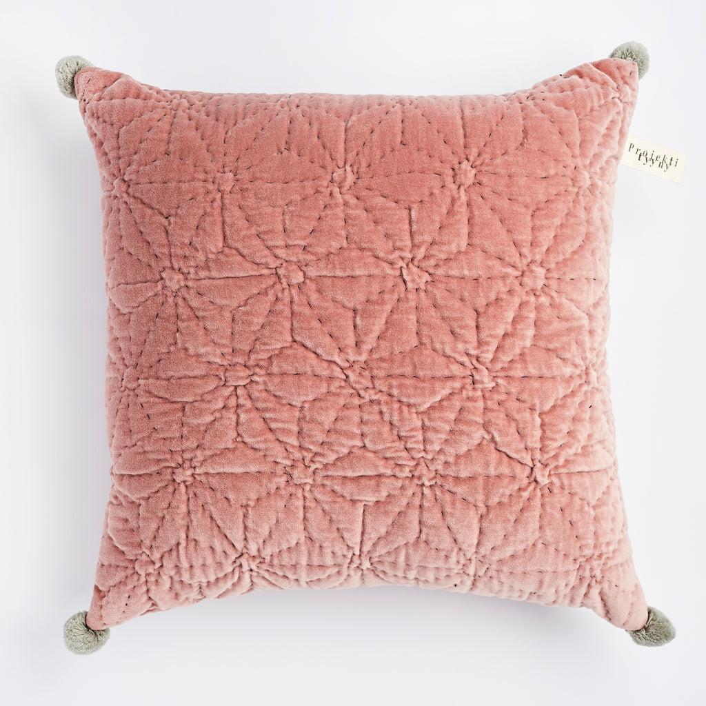 Projektityyny Handmade, cruelty free, vegan cushion in pink cotton velvet with star design and grey pom poms