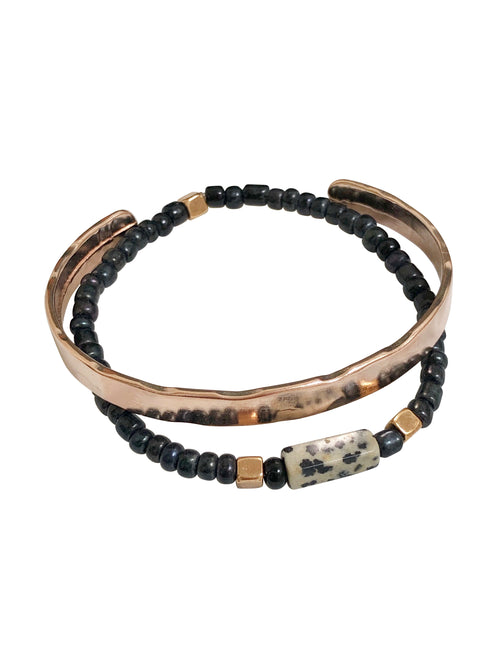 """Bold Colouring"" rose gold-coloured cuff, Dalmatian Jasper stone & glass beads (set of 2)"