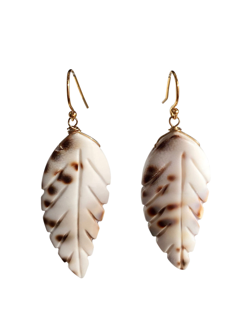 oorbellen earrings sieraden jewelry shell schelp statement hanger earring white brown blad veer leaf goldplated