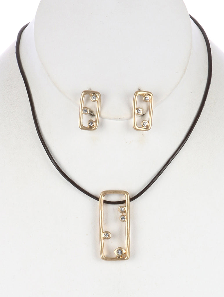 Clear Cutout Hammered Metal Pendant Necklace And Earring Set