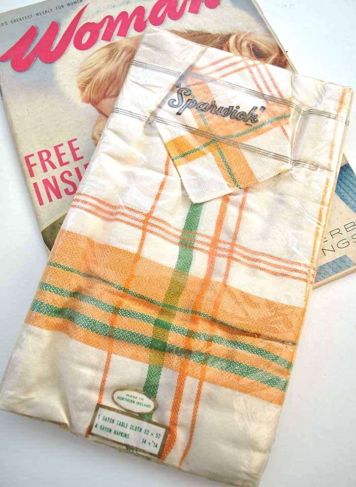 Rayon tablecloth with marching napkins orange, green and white