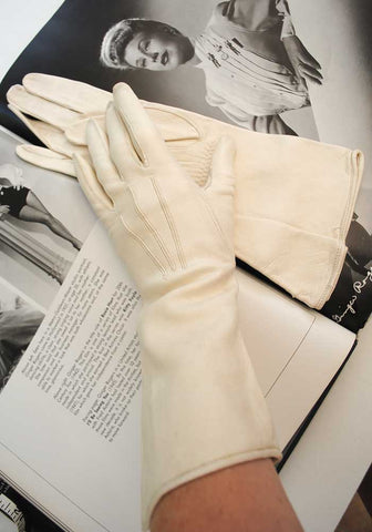 1930s cream kid leather gauntlet gloves, like new condition with super soft leather.