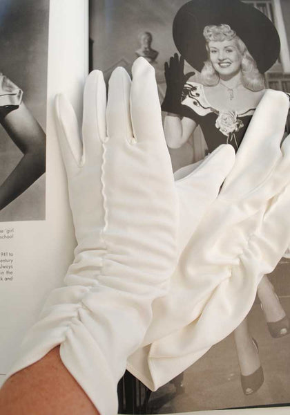 vintage white church gloves size 7.5 with ruched front