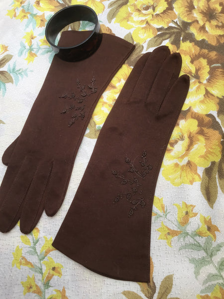 1940s Vintage Brown Embroidered Bracelet Gloves • Size 6.5