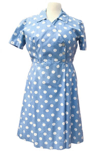 Vintage blue and white polka dot cotton dress with short sleeves, size 42 inch bust