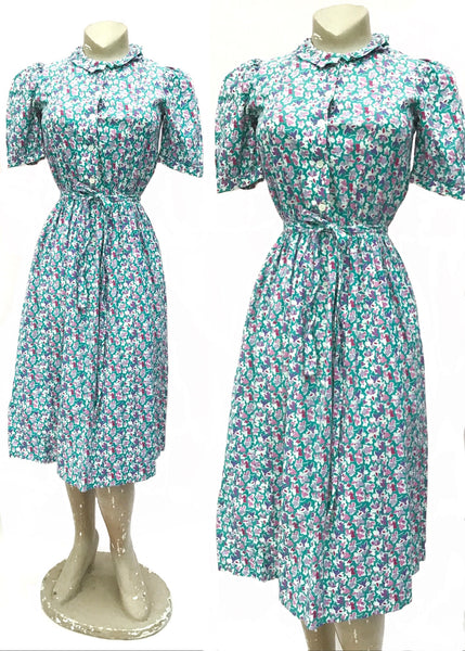 1940s style vintage 70s turquoise and lilac cotton sundress with short puffed sleeves and cinched waist. With pretty violet flowers and pansies.