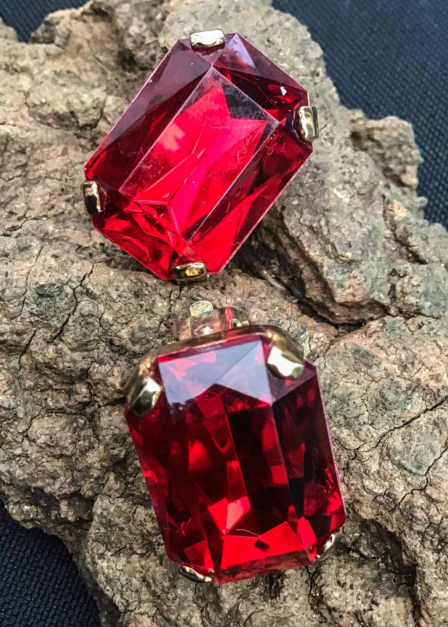 Buy these very liz taylor style huge ruby red square cut glass clip earrings for dramatic glamour.