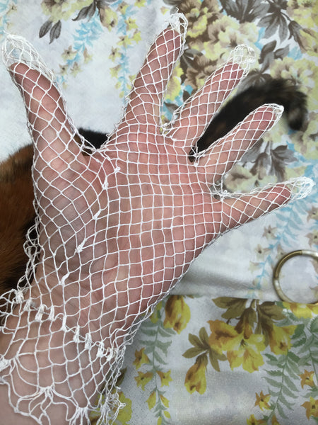 1900s Vintage Edwardian White Fish Net Lacey Gloves
