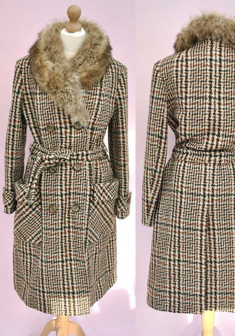 vintage 70s double breasted coat with fur collar