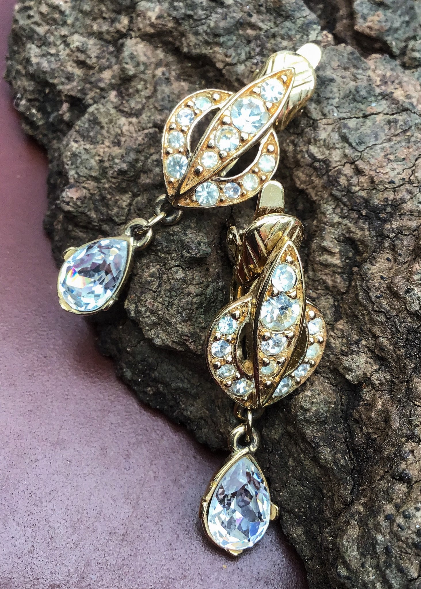 Trifari TM gangle crystal diamonte earrings, on a gold tone with the sparkliest stones ever. Perfect old hollywood glamour vintage jewellery.