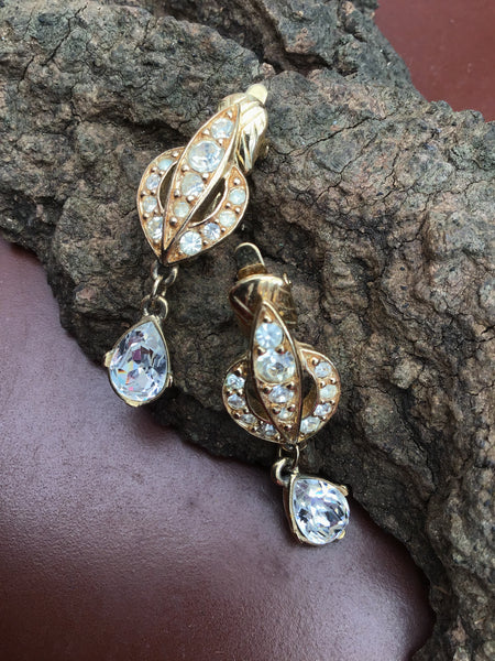 Stunning Vintage Trifari Crystal Dangle Clip On Earrings.