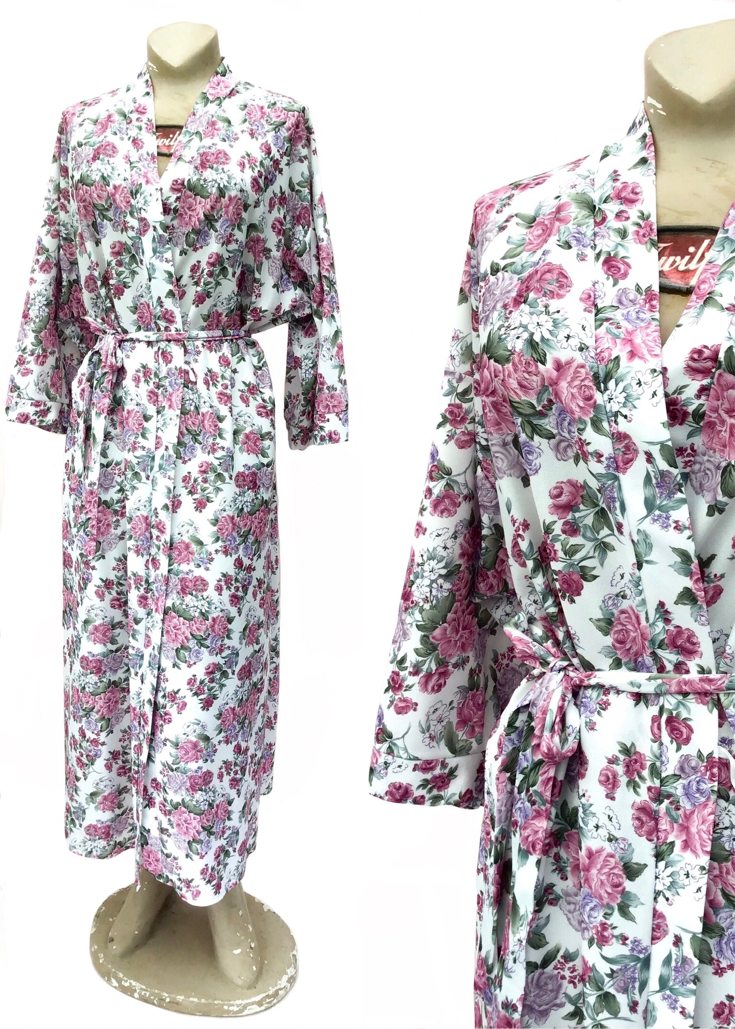 Vintage robe dressing gown, white with dusky pink and lavender flowers, large size wraparound kimono style.