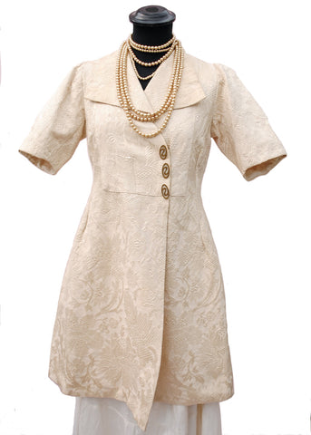 1910s Antique Edwardian Cream Silk Matelassé Brocade Drape Coat